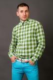 Jonge kerel in een geruit overhemd Royalty-vrije Stock Foto
