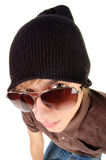 Jonge kerel in zonnebril. Stock Fotografie