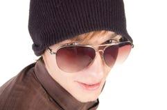 Jonge kerel in zonnebril. Stock Foto's