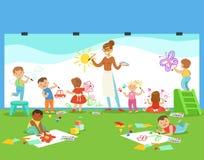Jonge Kinderen in Art Class Drawing And Painting met Leraar In een Peuterklas stock illustratie