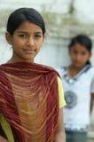 Jonge kinderen in nationale kleren op de straat Royalty-vrije Stock Fotografie