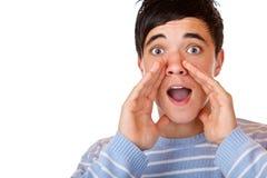 Jonge knappe mannelijke verraste tienerschreeuwen stock foto's