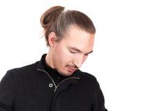 Jonge langharige mens, het portret van de close-upstudio royalty-vrije stock afbeelding