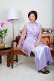 Jonge Maleise vrouw in roze baju kurung, royalty-vrije stock fotografie