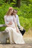 Jonge man en vrouw stock foto's