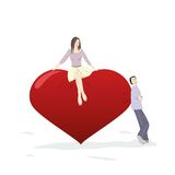 Jonge man en vrouw die dichtbij een groot hart flirten Stock Foto's