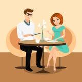 Jonge man en vrouw die een tablettenpc in het restaurant met behulp van. Stock Foto