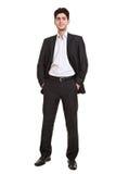 Jonge manager die zich in kostuum bevindt stock fotografie