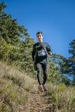 Jonge mannelijke atletenlooppas van berg Royalty-vrije Stock Afbeeldingen