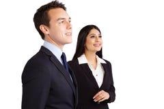 Jonge mannelijke bedrijfsman en vrouwelijke bedrijfsvrouw die toget bevinden zich Royalty-vrije Stock Foto