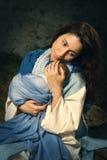 Jonge Mary in de scène van de Kerstmisgeboorte van christus Stock Fotografie