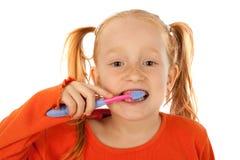 Jonge meisje het borstelen tanden royalty-vrije stock afbeelding