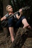Jonge meisje het spelen gitaar Stock Foto