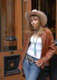 Jonge meisje het winkelen westelijke slijtageopslag Royalty-vrije Stock Foto's