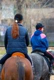 Jonge meisjes jockeys stock foto