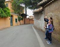 Jonge meisjes in Rome, Italië Stock Foto's