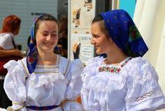 Jonge meisjes van Maramures, Roemenië Stock Foto's