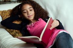 Jonge meisjeslezing Stock Afbeelding
