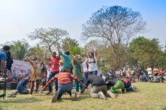 Jonge menigte van verschillende culturen, die in het festival van Sufi dansen Sutra Royalty-vrije Stock Afbeelding
