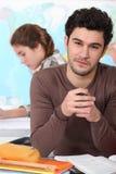 Jonge mens bij universiteit Royalty-vrije Stock Afbeeldingen