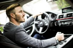 Jonge mens in de auto royalty-vrije stock foto's