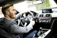 Jonge mens in de auto royalty-vrije stock afbeelding