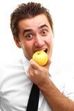 Jonge mens die appel eet Royalty-vrije Stock Foto