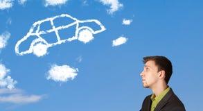 jonge mens die autowolk bekijken op een blauwe hemel Royalty-vrije Stock Fotografie