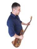 Jonge mens die de gitaar spelen Stock Afbeelding