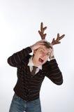 Jonge mens die de hoornen van herten draagt Stock Foto's