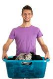Jonge mens die de wasserij doet Stock Foto's
