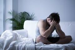 Jonge mens die depressie hebben Stock Afbeelding