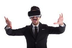 Jonge mens die in kostuum en 3d glazen op witte achtergrond gillen Royalty-vrije Stock Afbeeldingen