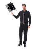 Jonge mens die laptop op zijn wijsvinger in evenwicht brengt royalty-vrije stock afbeelding