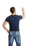 Jonge mens die of op witte muur met nevelverf trekken schrijven Stock Fotografie