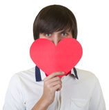 Jonge mens die rood hart houdt royalty-vrije stock foto