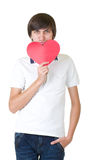 Jonge mens die rood hart houdt royalty-vrije stock fotografie