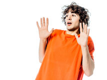 Jonge mens die verrast vrees bang portret gesturing Royalty-vrije Stock Afbeeldingen