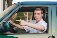 Jonge mens in een auto 3 Stock Fotografie