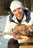 Jonge mens en zijn hond Stock Foto