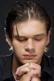 Jonge mens het bidden Royalty-vrije Stock Foto's