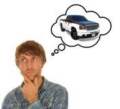 Jonge mens het denken aan een auto Stock Afbeelding