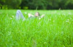 Jonge mens het ontspannen Stock Fotografie