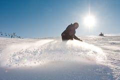 Jonge mens het snowboarding stock fotografie