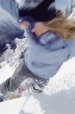 Jonge mens het snowboarding stock foto's