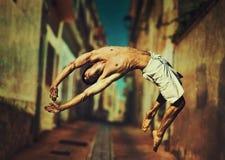 Jonge mens het springen Stock Afbeelding
