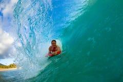 Jonge mens het surfen Royalty-vrije Stock Foto's