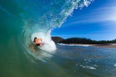 Jonge mens het surfen Stock Fotografie