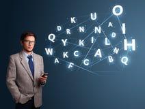 Jonge mens het typen op smartphone met high-tech 3d brieven komst Stock Afbeelding