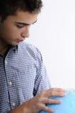 Jonge mens het zoeken Royalty-vrije Stock Afbeeldingen